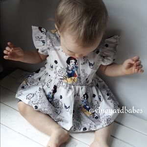 4T Infant /& Toddler Girls Limited Too $38 2pc Gray w//Gold Flower Set Size 12m